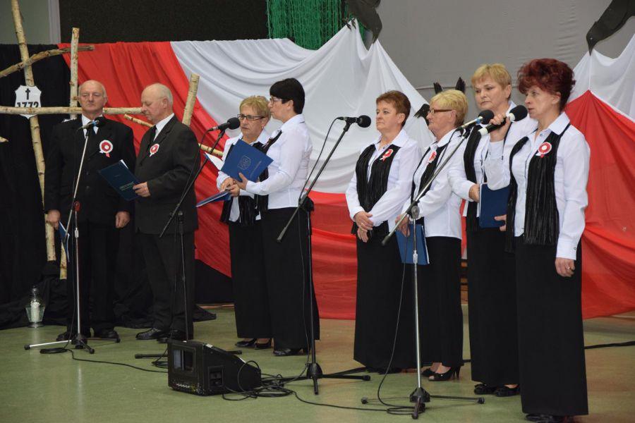 Koncert pieśni patriotycznych w wykonaniu Grupy Obrzędowo-Śpiewaczej z Raduczyc