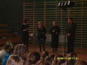2009-12-11.spektakl.wieprzyca.w.gimnazjum.w.osjakowie.17